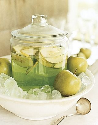 Apple-martini-jar-ENTERT0505-de-87312868